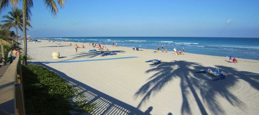 Plage_de_Hollywood_en_Floride._-_Hollywood_Beach,_Florida,USA_-_panoramio.jpg