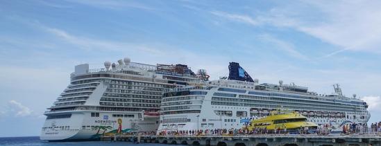 cruise-ships-1330422_960_720